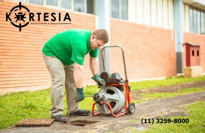 Desentupimento de esgoto, ralos, calhas, pias, esgotamento de fossa, hidrojateamento e etc.